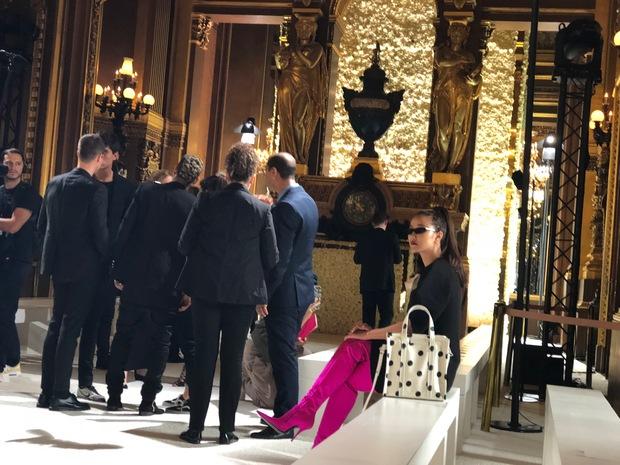 Nghi vấn Maya khoe ảnh dự show Balmain tại Paris Fashion Week, nhưng chỉ là đến chụp ảnh rồi đi về - Ảnh 4.