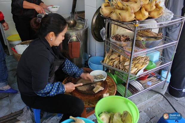 Bún ngan chặt Phùng Hưng: Mê mẩn món cổ nhừ nổi tiếng gần 20 năm ở Hà Nội - Ảnh 2.