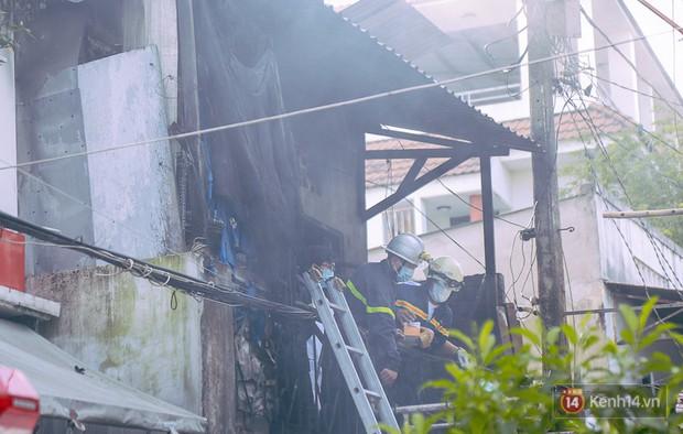 Cận cảnh hiện trường vụ cháy kinh hoàng ở Sài Gòn: Cảnh sát PCCC buồn đau vì không cứu được 3 mẹ con - Ảnh 2.