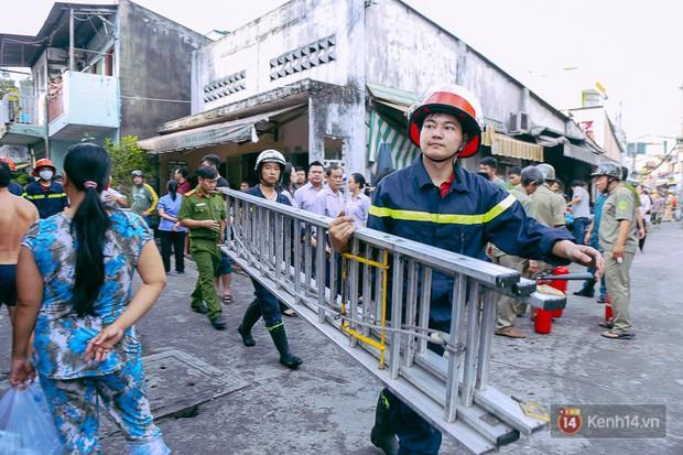 Cận cảnh hiện trường vụ cháy kinh hoàng ở Sài Gòn: Cảnh sát PCCC buồn đau vì không cứu được 3 mẹ con - Ảnh 7.