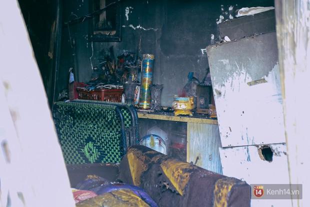 Cận cảnh hiện trường vụ cháy kinh hoàng ở Sài Gòn: Cảnh sát PCCC buồn đau vì không cứu được 3 mẹ con - Ảnh 12.