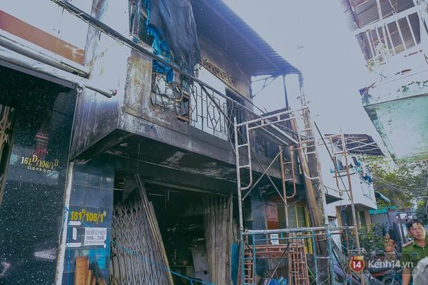 Cận cảnh hiện trường vụ cháy kinh hoàng ở Sài Gòn: Cảnh sát PCCC buồn đau vì không cứu được 3 mẹ con - Ảnh 4.