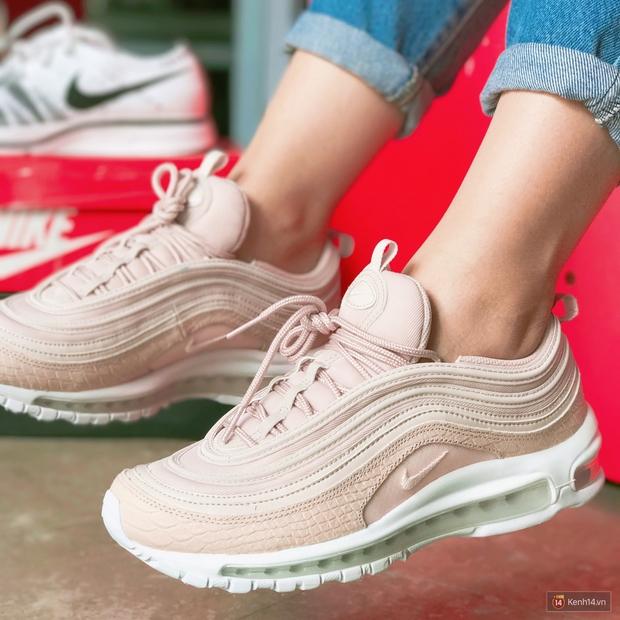 Review đôi sneaker được ví như viên kẹo ngọt đang đốn tim các cô nàng: Nike Air Max 97 Premium Pink Snakeskin - Ảnh 6.