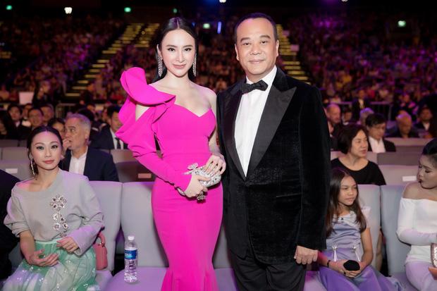 Angela Phương Trinh gợi cảm hội ngộ diễn viên TVB đình đám Âu Dương Chấn Hoa trên thảm đỏ tại Singapore - Ảnh 2.