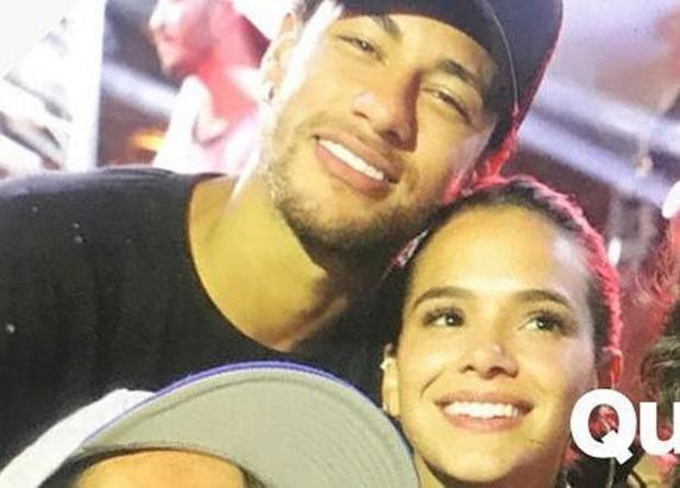 Neymar hôn say đắm bạn gái cũ trên biển đảo Brazil - Ảnh 4.