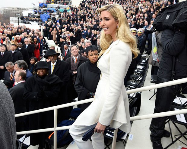Tưởng bà Trump đã xuất sắc lắm, ai ngờ con gái ông Trump còn mặc đẹp hơn cả mẹ mình - Ảnh 4.
