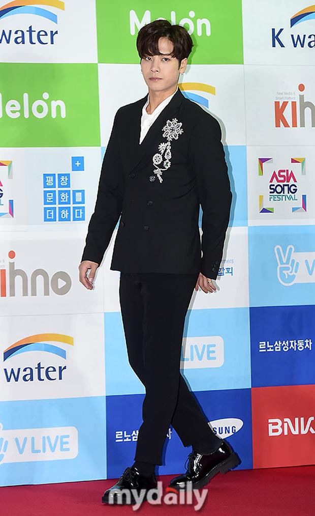 Thảm đỏ Asia Song Festival: Đông Nhi được báo Hàn khen ngợi hết lời, sánh bước bên loạt sao thế giới - Ảnh 7.
