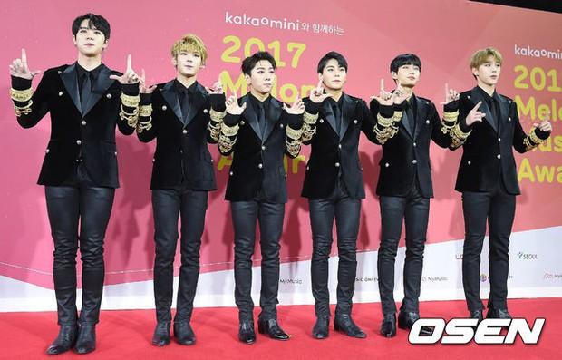 Thảm đỏ Melon: Mỹ nhân ngực khủng vô danh át cả Kim So Hyun, TWICE, EXO và Wanna One đẹp trai như hoàng tử - Ảnh 50.