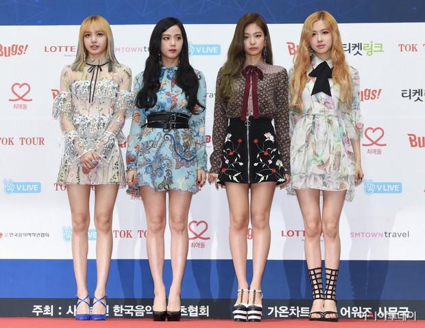 Bạn cùng nhóm nhỡ mồm tố Jennie Kim được stylist thiên vị nhất trong Black Pink - Ảnh 1.