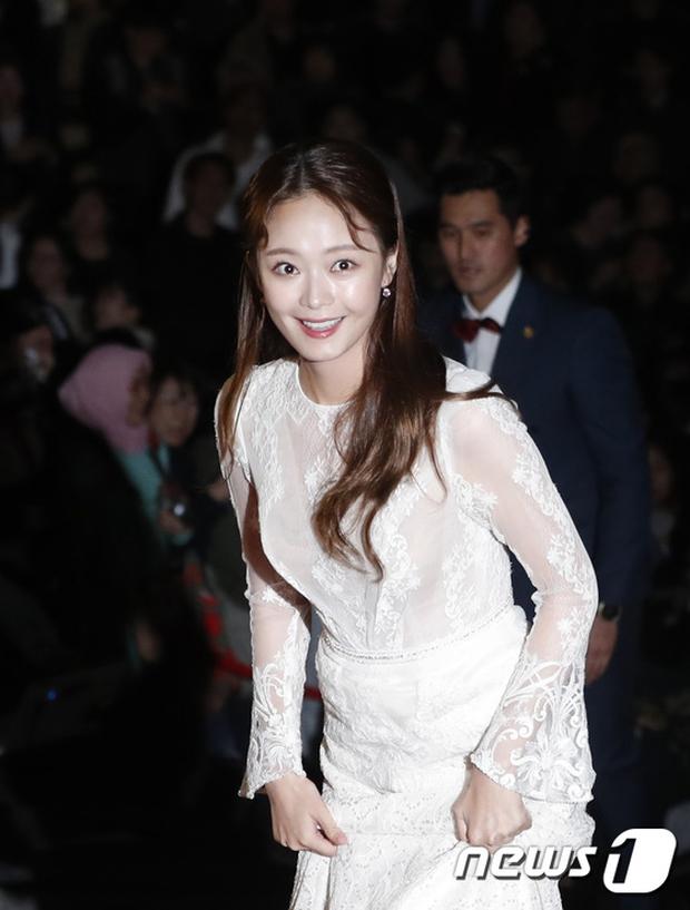 Thảm đỏ Oscar Hàn Quốc: Hoa hậu gây sốc với ngực siêu khủng, Yoona và Jo In Sung dẫn đầu dàn siêu sao - Ảnh 32.