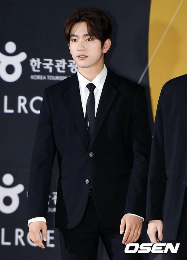 Thảm đỏ Busan: Quân đoàn mỹ nam hot nhất Kpop đổ bộ, nhưng mặt của Kim So Hyun và Naeun sao thế này? - Ảnh 27.