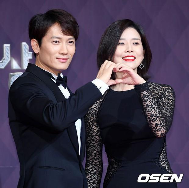 Thảm đỏ SBS Drama Awards: Nữ thần Suzy cân cả Yuri và dàn mỹ nhân hàng đầu Kpop, cặp vợ chồng Jisung quyền lực xuất hiện - Ảnh 22.