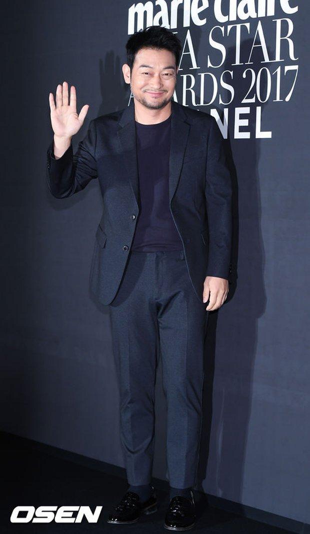 Thảm đỏ LHP Busan: Yoona lộ chân gầy như sắp gãy, Moon Geun Young dọa fan, sao nhí Dream High lột xác - Ảnh 24.