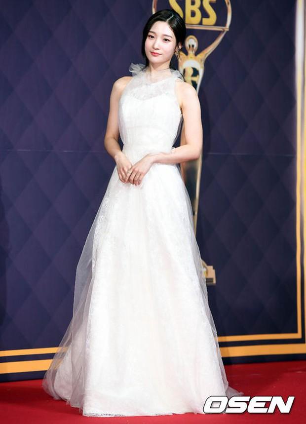 Thảm đỏ SBS Drama Awards: Nữ thần Suzy cân cả Yuri và dàn mỹ nhân hàng đầu Kpop, cặp vợ chồng Jisung quyền lực xuất hiện - Ảnh 11.