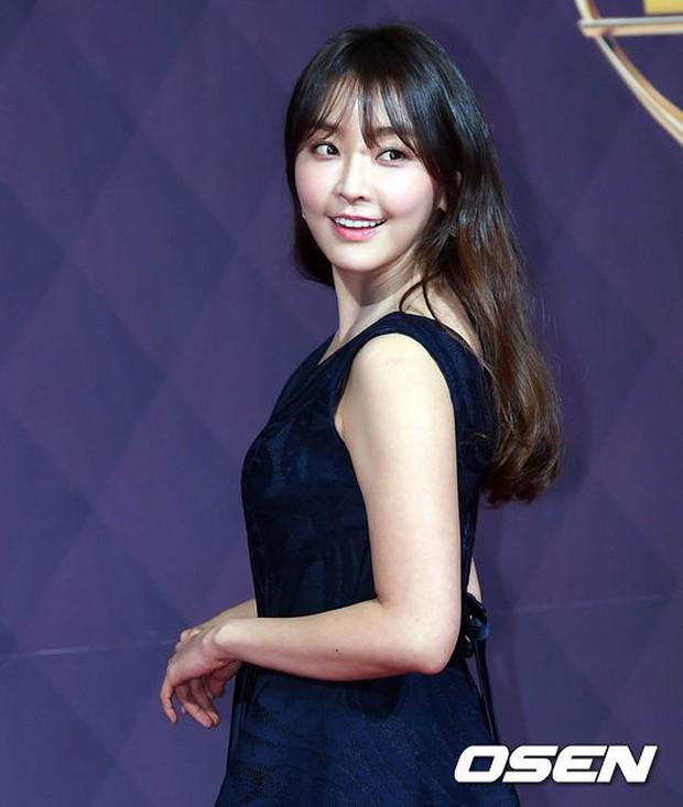 Thảm đỏ SBS Drama Awards: Nữ thần Suzy cân cả Yuri và dàn mỹ nhân hàng đầu Kpop, cặp vợ chồng Jisung quyền lực xuất hiện - Ảnh 32.