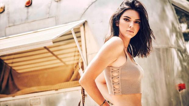Sau tất cả, Kendall Jenner cũng được tôn vinh là Biểu tượng thời trang của thập kỷ - Ảnh 3.