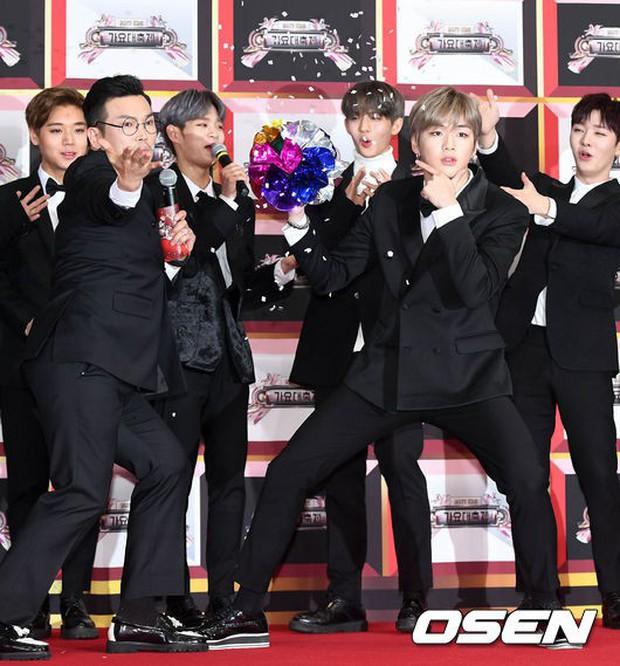 Không thích đẹp hoàn hảo, dàn mỹ nam Wanna One diễn sâu đến ngớ ngẩn, làm ảo thuật để gây chú ý trên thảm đỏ - Ảnh 20.