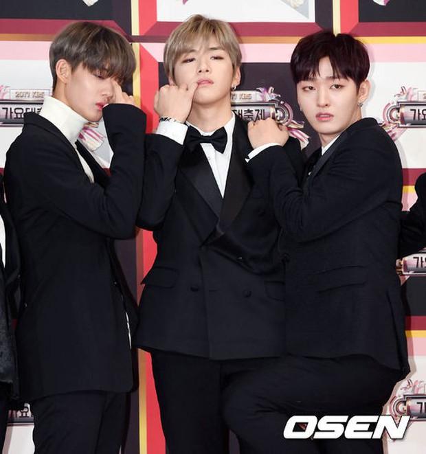 Không thích đẹp hoàn hảo, dàn mỹ nam Wanna One diễn sâu đến ngớ ngẩn, làm ảo thuật để gây chú ý trên thảm đỏ - Ảnh 9.