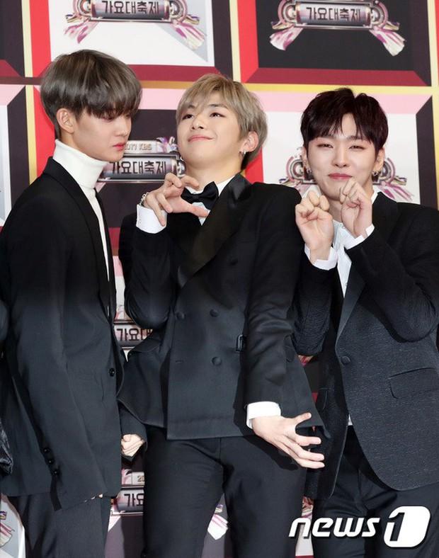 Không thích đẹp hoàn hảo, dàn mỹ nam Wanna One diễn sâu đến ngớ ngẩn, làm ảo thuật để gây chú ý trên thảm đỏ - Ảnh 5.