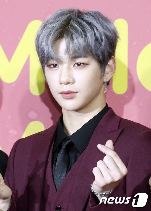Thảm đỏ Melon: Mỹ nhân ngực khủng vô danh át cả Kim So Hyun, TWICE, EXO và Wanna One đẹp trai như hoàng tử - Ảnh 20.
