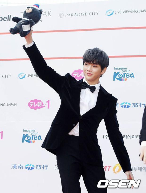 Asia Artist Awards bê cả showbiz lên thảm đỏ: Yoona, Suzy lép vế trước Park Min Young, hơn 100 sao Hàn lộng lẫy đổ bộ - Ảnh 35.