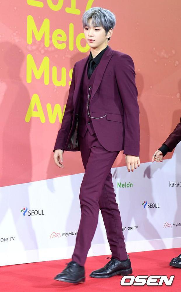 Thảm đỏ Melon: Mỹ nhân ngực khủng vô danh át cả Kim So Hyun, TWICE, EXO và Wanna One đẹp trai như hoàng tử - Ảnh 18.