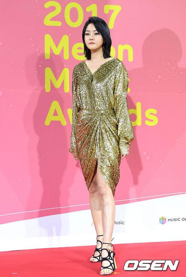 Thảm đỏ Melon: Mỹ nhân ngực khủng vô danh át cả Kim So Hyun, TWICE, EXO và Wanna One đẹp trai như hoàng tử - Ảnh 53.