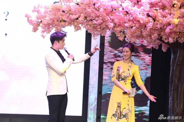 Vừa úp mở chuyện chia tay với Song Seung Hun, Lưu Diệc Phi đã rạng rỡ và tình tứ bên người tình màn ảnh kém 4 tuổi - Ảnh 12.