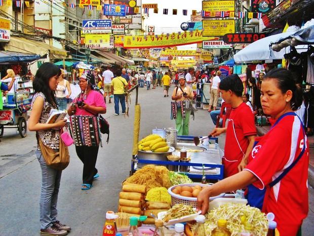 Du khách có thể bị phạt tù 10 năm nếu hút thuốc lá điện tử khi đến Thái Lan - Ảnh 1.