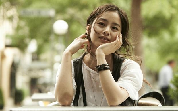 Tranh cãi việc Kim Hee Sun tự nhận mình đẹp hơn cả Kim Tae Hee và Jeon Ji Hyun - Ảnh 10.
