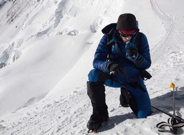 Chàng trai người Tây Ban Nha phá kỉ lục chinh phục đỉnh Everest - Ảnh 1.