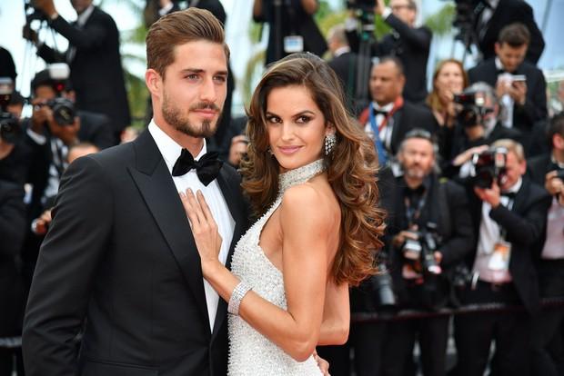 Thiên thần Victorias Secret hâm nóng thảm đỏ Cannes với váy xuyên thấu khoe vòng 3 - Ảnh 14.