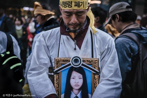 Bức ảnh tập thể lớp của các học sinh Hàn Quốc sau thảm kịch chìm phà Sewol khiến nhiều người rơi nước mắt - Ảnh 2.