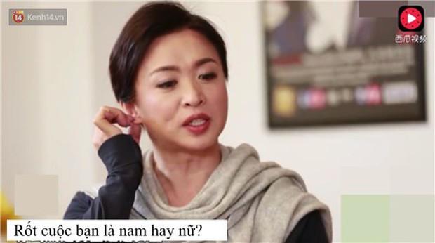 Lời đáp trả bá đạo vỏn vẹn 4 chữ của MC chuyển giới Trung Quốc nhận cơn mưa lời khen của netizen - Ảnh 1.