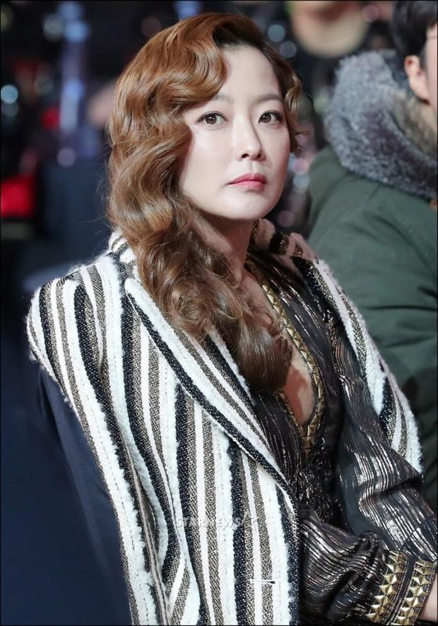 Lọt vào một khung hình tại Asia Artist Awards, top mỹ nhân Kbiz đẹp đến mức khiến fan đau đầu không biết ai hơn - Ảnh 16.