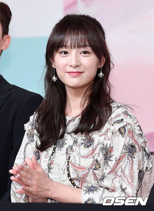Hậu duệ mặt trời kết thúc được 1 năm, Kim Ji Won trở lại ngoạn mục như nữ thần - Ảnh 6.