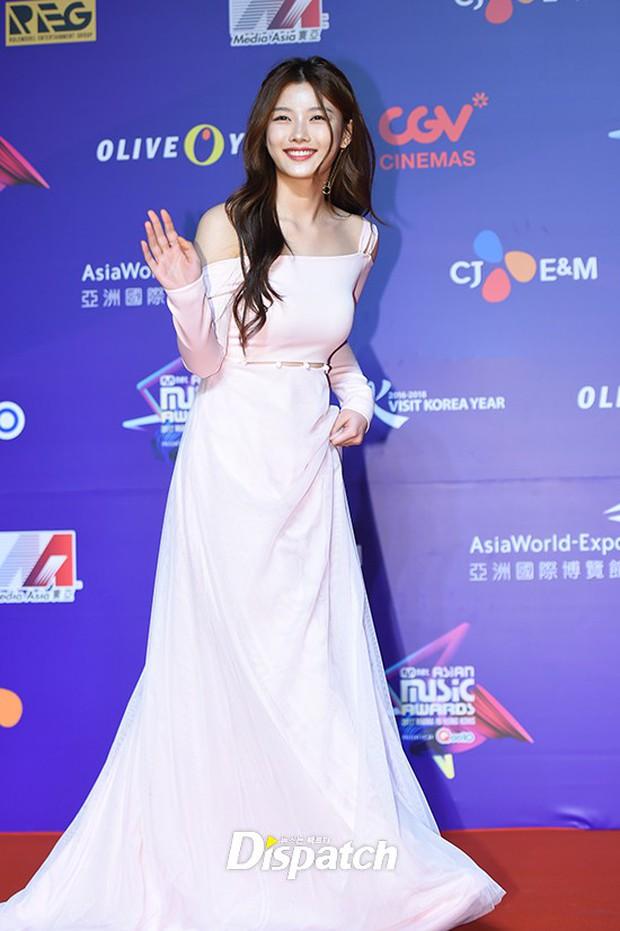 Thảm đỏ MAMA Hồng Kông: Song Joong Ki, Lee Young Ae mê mẩn Wanna One, Song Ji Hyo và em út Red Velvet hở bạo - Ảnh 13.