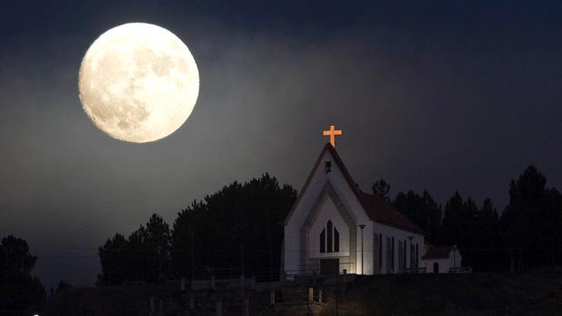 Trăng đang sáng lắm rồi và đây là cách để có những bức hình chụp siêu trăng đẹp nhất vào đêm nay - Ảnh 1.