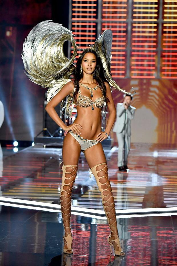Các thiên thần Victorias Secret mặc Fantasy Bra hàng trăm tỷ đồng: Ai là người đẹp xuất sắc như nữ thần? - Ảnh 1.
