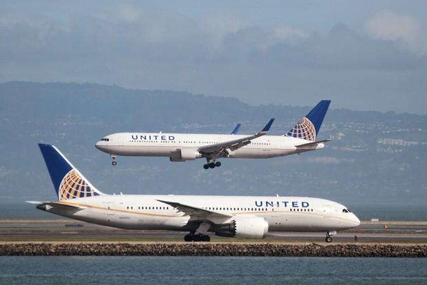 Những bê bối ẩn giấu phía sau vụ hãng hàng không lớn thứ 2 thế giới đối xử thô bạo với hành khách - Ảnh 2.