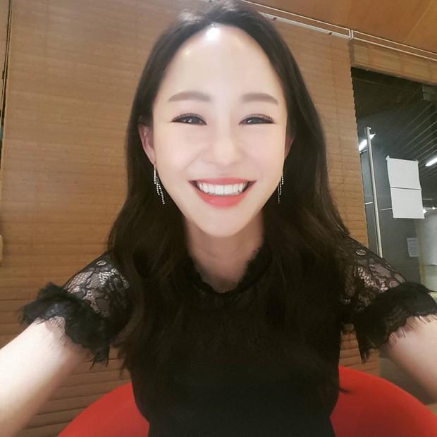 Nữ vệ sĩ đầu tiên của Tổng thống Hàn gây sốt vì quá đẹp và giờ cô đã trở thành diễn viên - Ảnh 14.