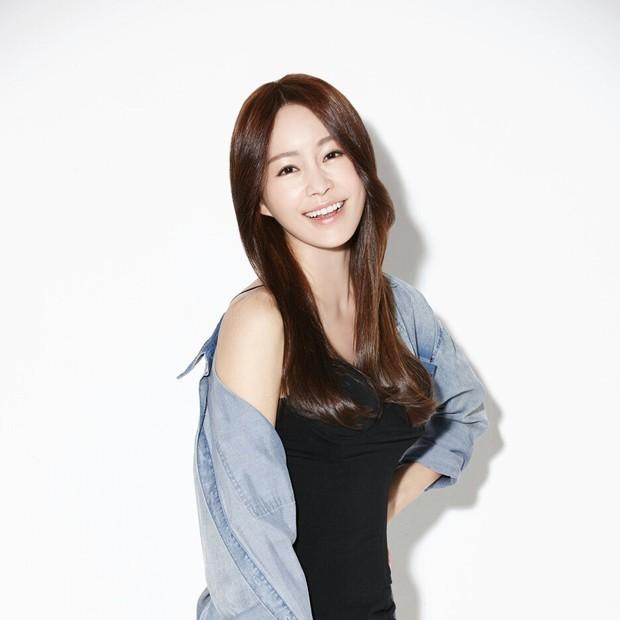 Nữ vệ sĩ đầu tiên của Tổng thống Hàn gây sốt vì quá đẹp và giờ cô đã trở thành diễn viên - Ảnh 3.