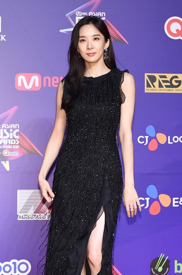 Thảm đỏ MAMA Hồng Kông: Song Joong Ki, Lee Young Ae mê mẩn Wanna One, Song Ji Hyo và em út Red Velvet hở bạo - Ảnh 52.
