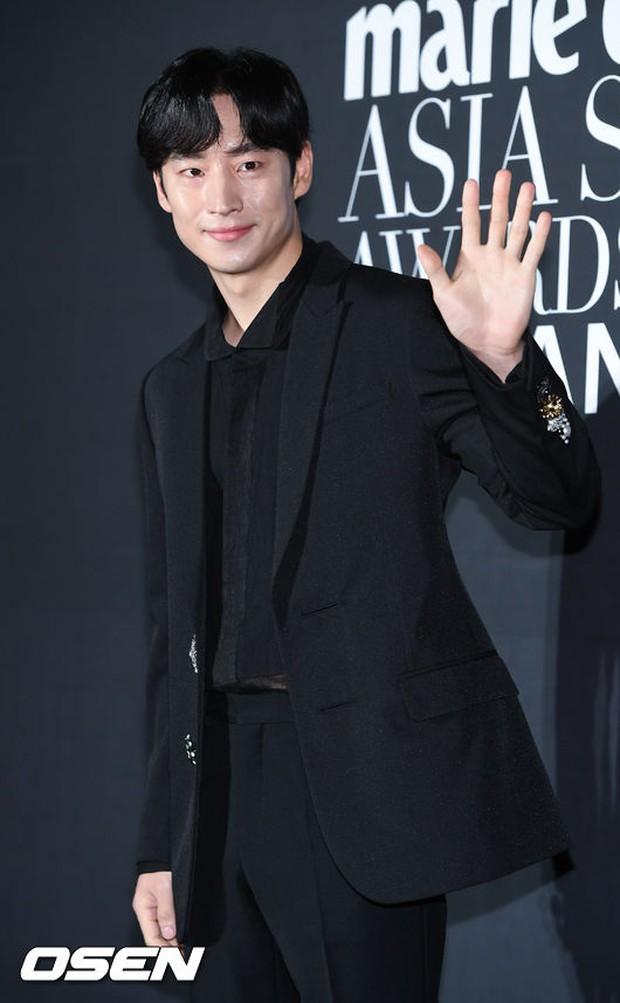 Thảm đỏ LHP Busan: Yoona lộ chân gầy như sắp gãy, Moon Geun Young dọa fan, sao nhí Dream High lột xác - Ảnh 25.