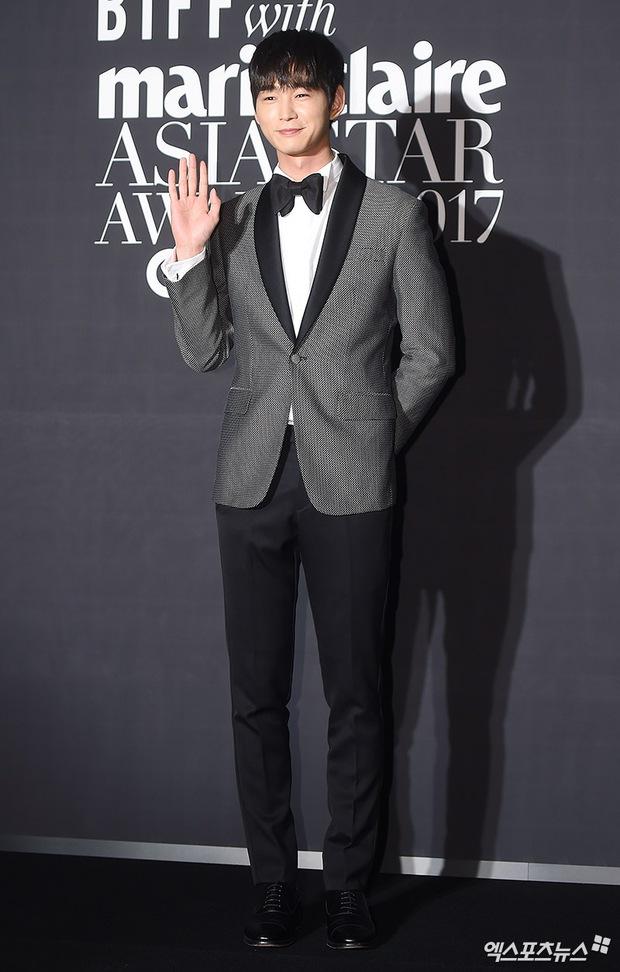 Thảm đỏ LHP Busan: Yoona lộ chân gầy như sắp gãy, Moon Geun Young dọa fan, sao nhí Dream High lột xác - Ảnh 21.