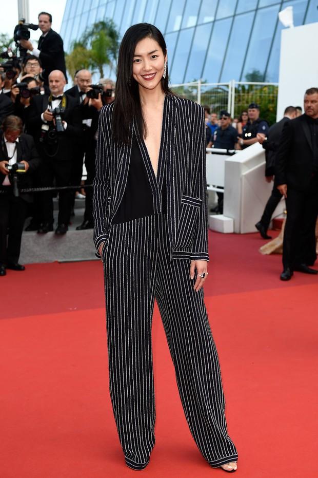 Phạm Băng Băng gây thất vọng, bị Elle Fanning dìm hàng toàn tập tại Cannes! - Ảnh 18.