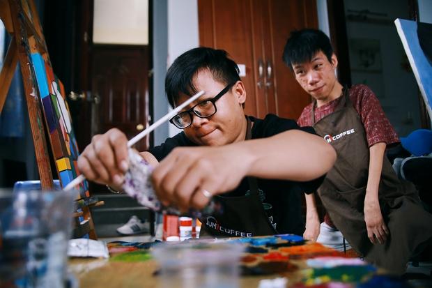 Không chỉ là họa sĩ khuyết tật, Lê Minh Châu đã trở thành chủ quán cafe kết hợp lớp dạy vẽ ở Sài Gòn - Ảnh 11.