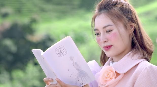 She Was Pretty phiên bản Việt vừa tung hình ảnh đầu tiên, An Chi của Lan Ngọc đã bị chê trang điểm và quần áo quá đà - Ảnh 2.