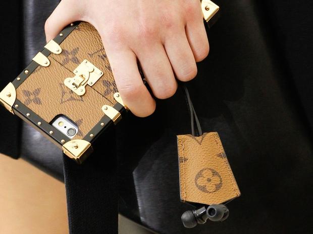 Hoa hậu Kỳ Duyên chi hơn 40 triệu đồng chỉ cho... ốp điện thoại Louis Vuitton - Ảnh 3.