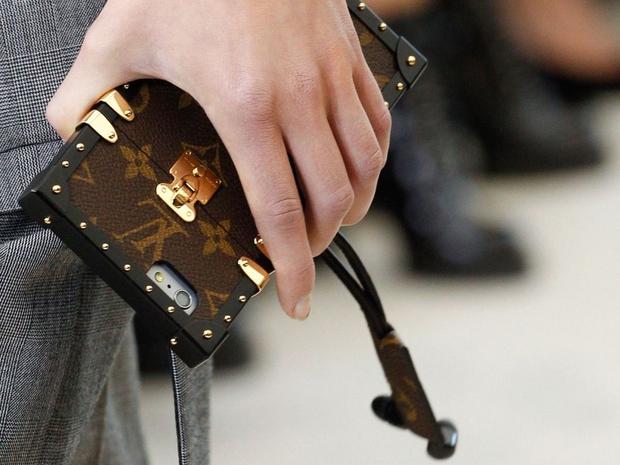 Hoa hậu Kỳ Duyên chi hơn 40 triệu đồng chỉ cho... ốp điện thoại Louis Vuitton - Ảnh 4.